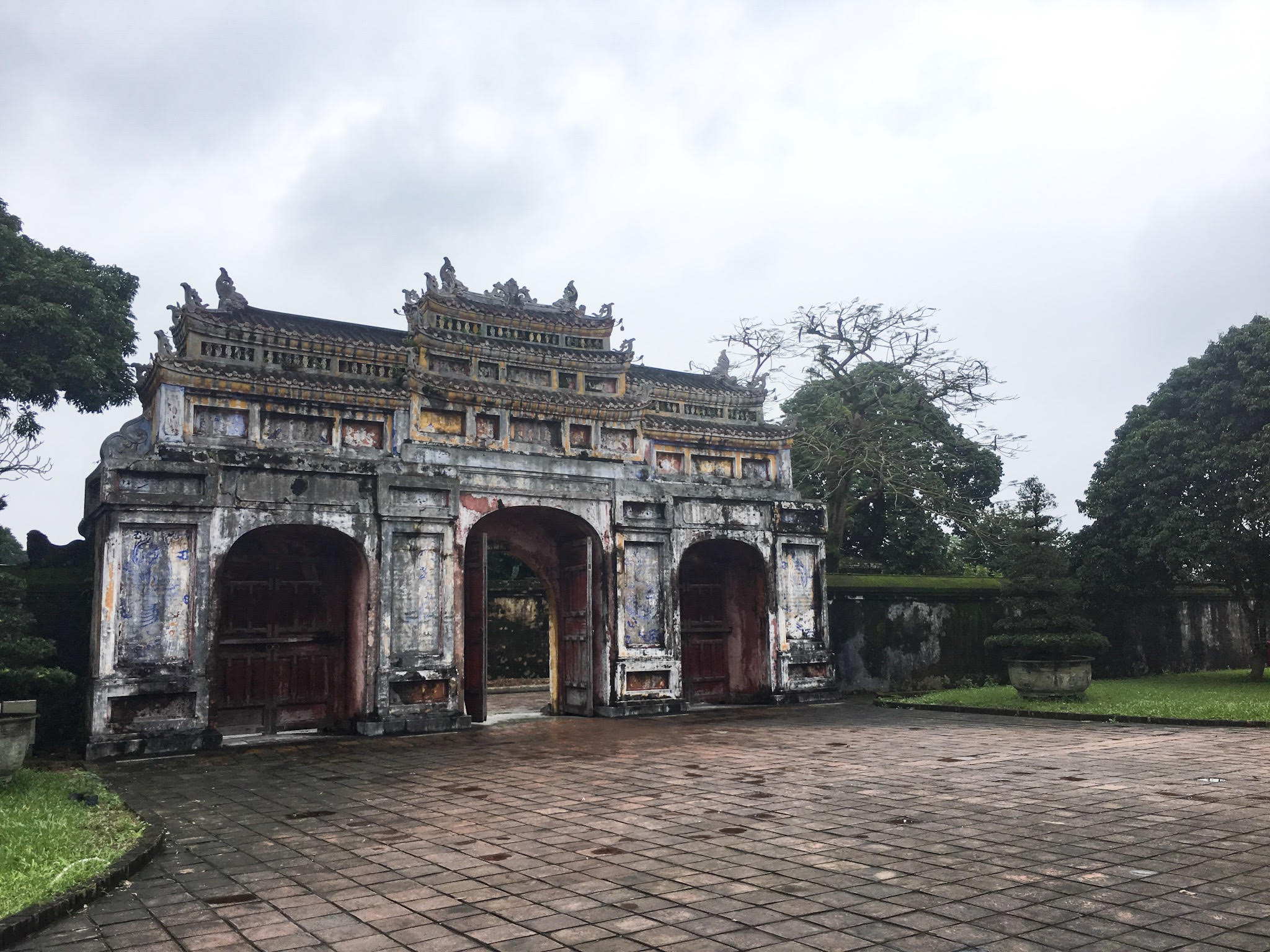 things to do in hue imperial city